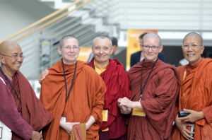 Ven. Gunasari of Burma/USA; Ven. Sudhamma of USA; Ven. Tenzin Palmo of UK; Ven. Tathaaloka of USA; Ven. Dhammananda of Thailand. 2007, Hamburg.